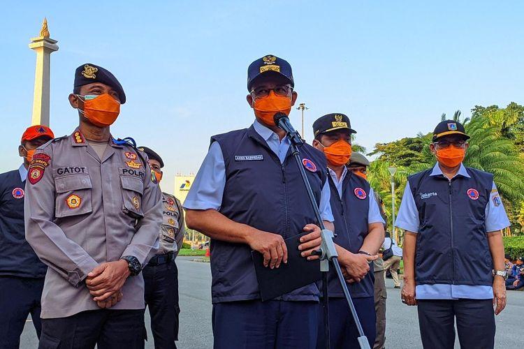 Gubernur DKI Jakarta Anies Baswedan usai apel pembubaran Tim Pemulasaraan Jenazah Covid-19 di Monas, Jakarta Pusat, Rabu (22/9/2021)