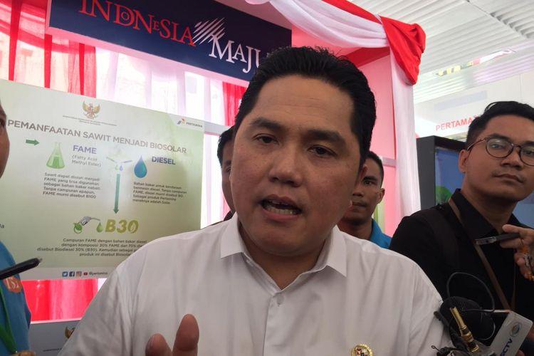 Menteri BUMN Erick Thohir menjelaskan kepada awak media usai mendampingi Presiden Joko Widodo dalam peresmian implementasi B30, di SPBU MT Haryono, Jakarta, Senin (23/12/2019).