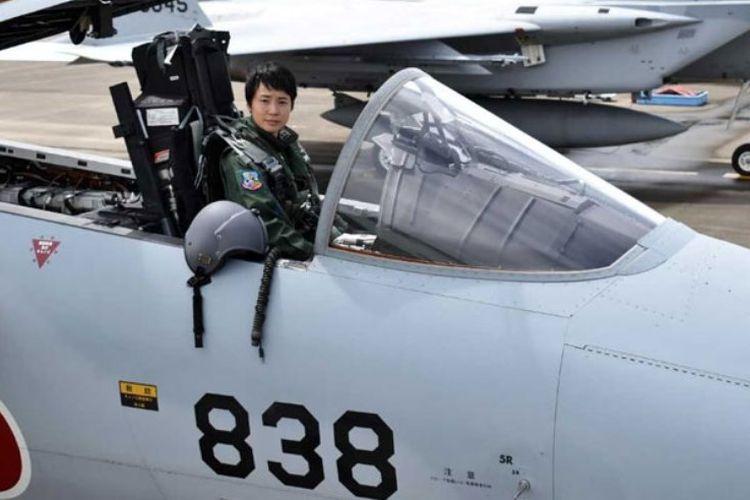 Misa Matsushima (26) perempuan Jepang pertama yang lulus pelatihan pilot jet tempur F-15 dan akan menjadi pilot pesawat tempur pertama di Pasukan Bela Diri Udara Jepang.