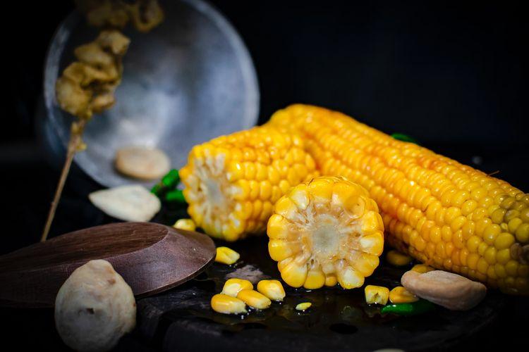 Ilustrasi jagung rebus.