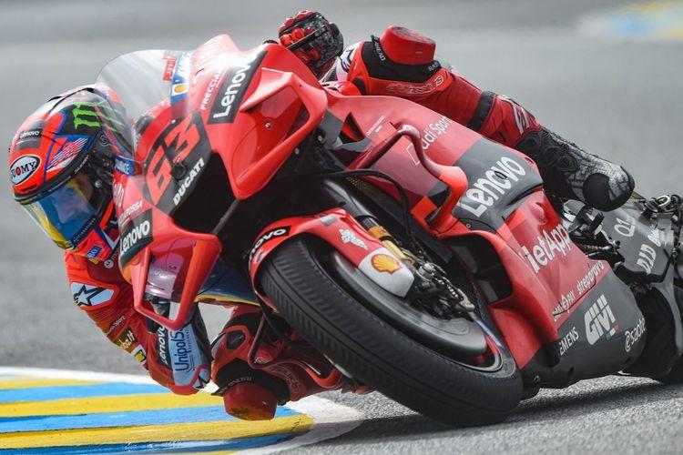 Francesco Bagnaia saat sesi latihan bebas pada MotoGP Italia 2021. (Photo by JEAN-FRANCOIS MONIER / AFP)
