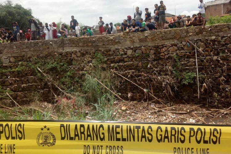 Korban Andi, kakek pikun ditemukan tewas di Sungai Cikeruh, Kecamatan Jatinangor, Kabupaten Sumedang, Senin (9/3/2020) siang.