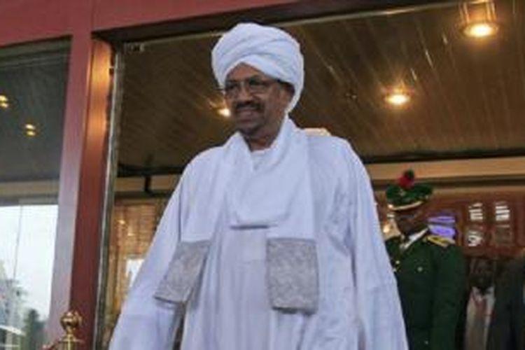 Pesawat Presiden Sudan, Omar al-Bashir dilarang memasuki wilayah angkasa Arab Saudi hari Minggu (4/8),