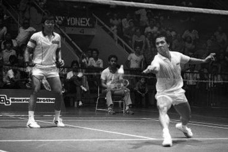 Pasangan ganda putra Indonesia Liem Swie King/Eddy Hartono, mengalahkan Razif Sidek/Jailani Sidek pada Kejuaraan Bulu Tangkis Indonesia Terbuka di Istora Senayan, Sabtu (25 Juli 1987).