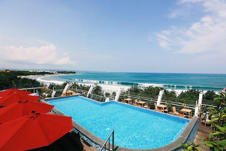 Swiming Pool area Kutabex Beach front Hotel yang menghadap langsung ke arah Pantai Kuta.