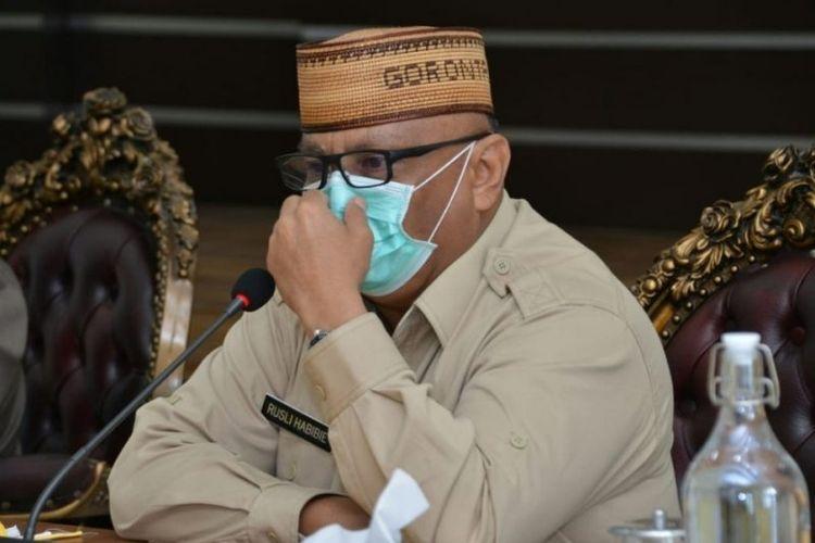 Gubernur Gorontalo Rusli Habibie menyatakan akan menyumbangkan gajinya selama dua tahun untuk penanganan COVID-19.