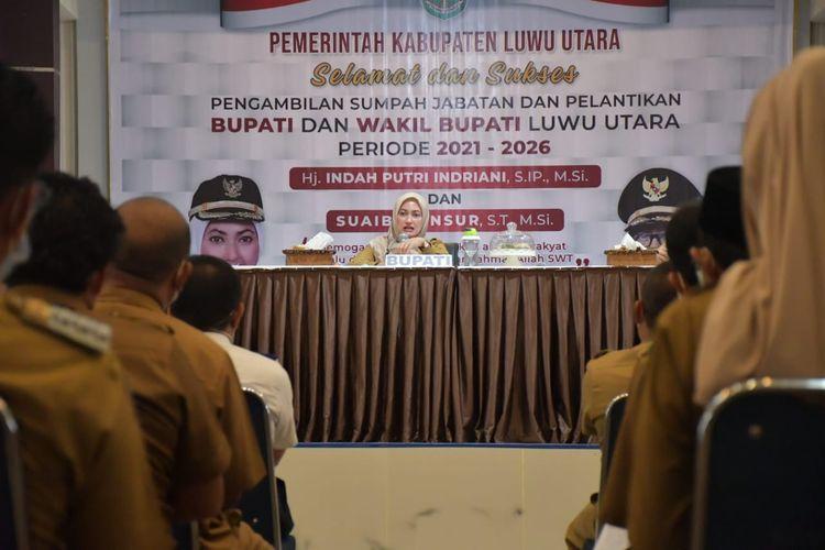 Bupati Luwu Utara Indah Putri Indriani dalam Rapat Koordinasi yang menghadirkan Sekretaris Daerah Luwu Utara, para pimpinan perangkat daerah, dan camat di Aula La Galigo, Senin (1/3/2021).