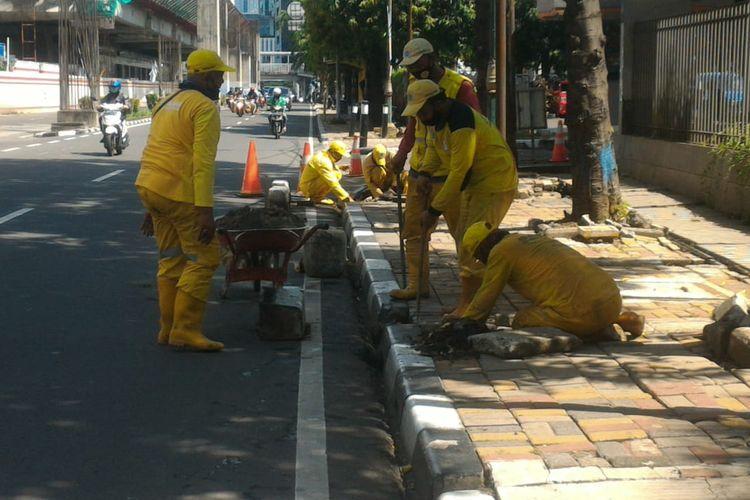 Sebanyak 6.132 titik trotoar rusak di Jakarta Selatan telah diperbaiki sejak bulan Januari hingga Oktober 2020.