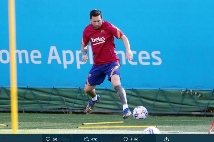 Lionel Messi mengikuti latihan pramusim Barcelona untuk menyambut kompetisi musim 2020-2021. Messi berlatih bersama skuad Barcelona di kompleks Sant Joan Despi, Senin (7/9/2020) waktu setempat.