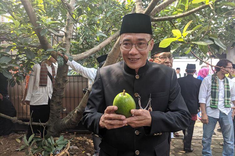 Jazuri, Pembudidaya buah Alpukat Cipedak memberi keterangan mengenai keunggulan buah tersebut