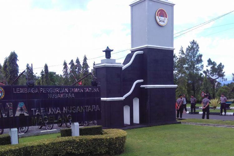 Komplek SMA Taruna Nusantara Magelang dijaga ketat selama proses rekonstruksi kasus pembunuhan Kresna WN siswa kelas 10, Senin (3/3/2017).