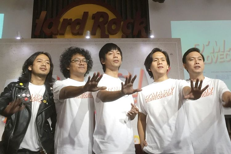 Rai, Rama, Wahyu, Kiki dan Rian yang tergabung dalam grup band DMASIV dalam jumpa pers Konser DMASIV #loveconcert yang digelar di Hard Rock Cafe, SCBD, Jakarta Selatan, Kamis (8/8/2019).