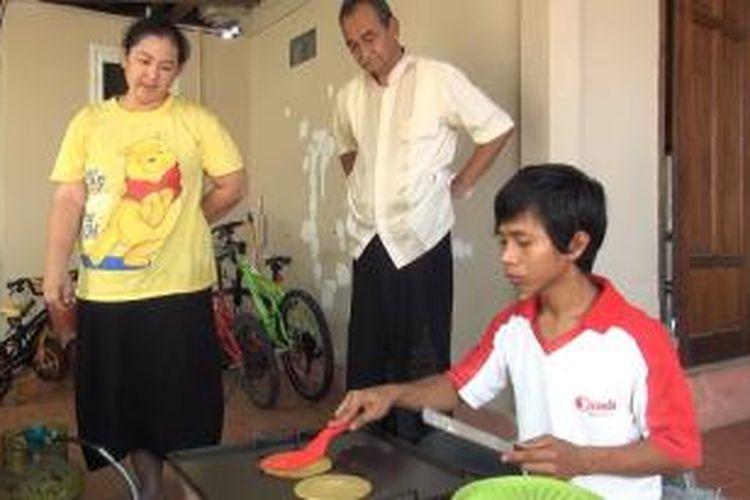Usaha kue canai mamak bangkit kembali setelah terpuruk akibat tsunami.