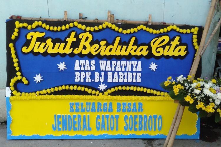 Pedagang bunga di kios bunga Rawajati, Jakarta Selatan kebanjiran pesanan dihari wafatnya BJ Habibie, Kamis (12/9/2019)
