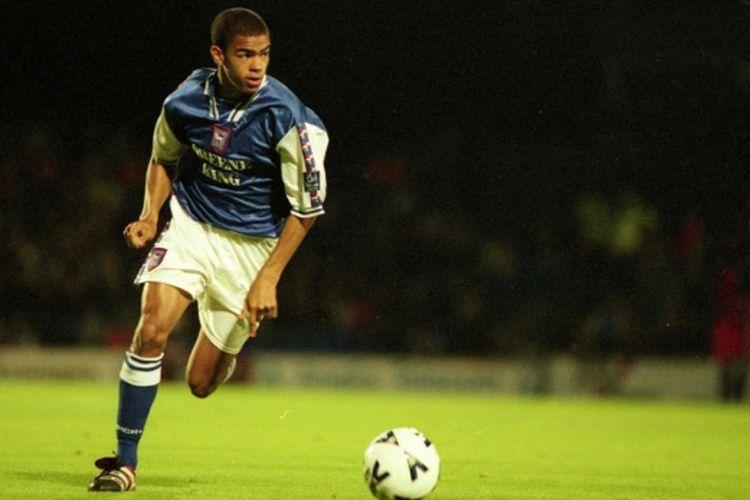 Kieron Dyer saat membela Ipswich Town pada 1998.