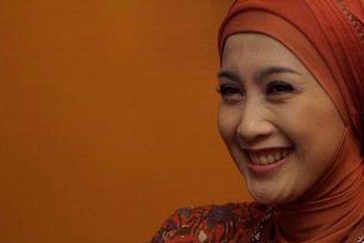 Artis peran Desy Ratnasari hadir dalam jumpa pers sinetron seri berjudul Cinta Sejati di MD Entertainment, Jakarta, Kamis (1/12/2011).