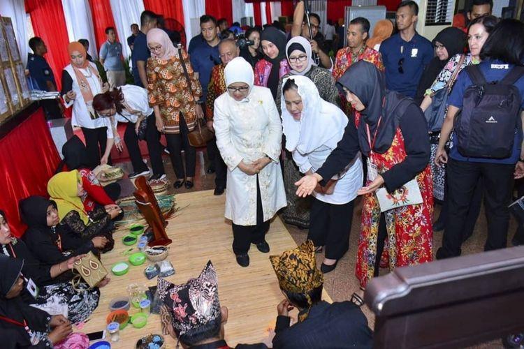 Kunjungan Iriana Jokowi di Blimbingsari Creative Craft, Senin (28/1/2019).