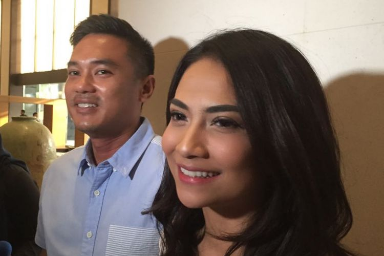 Vanessa Angel dan kekasihnya, Bripka Lingga Permana Ersan, di Hotel Fairmont, Jakarta Pusat, Rabu (30/5/2018).