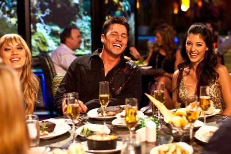 Banyaknya program promo dari kartu kredit membuat orang makin tak ragu untuk bersantap di restoran-restoran berkualitas baik.