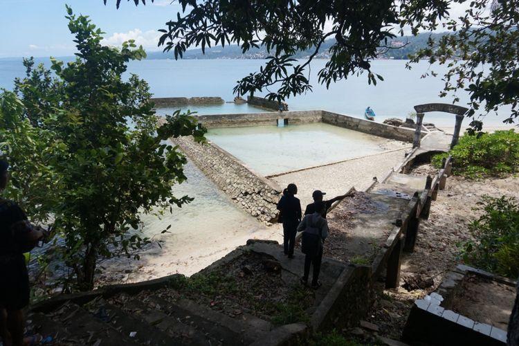 Tempat sandaran perahu dan bangunan bekas tambang yang sudah di digunakan