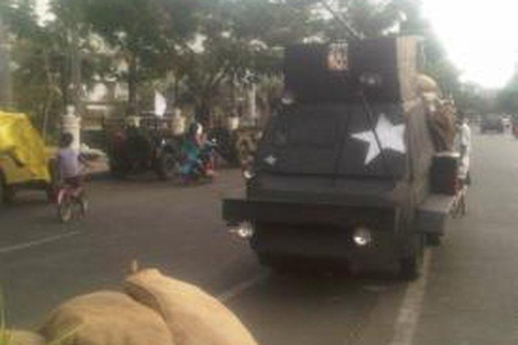 Sejumlah properti pagelaran Surabaya Membara II sudah siap di Jalan Pahlawan Surabaya.