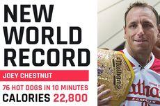 Cetak Rekor Dunia, Pria Ini Lahap 76 Hotdog dalam 10 Menit