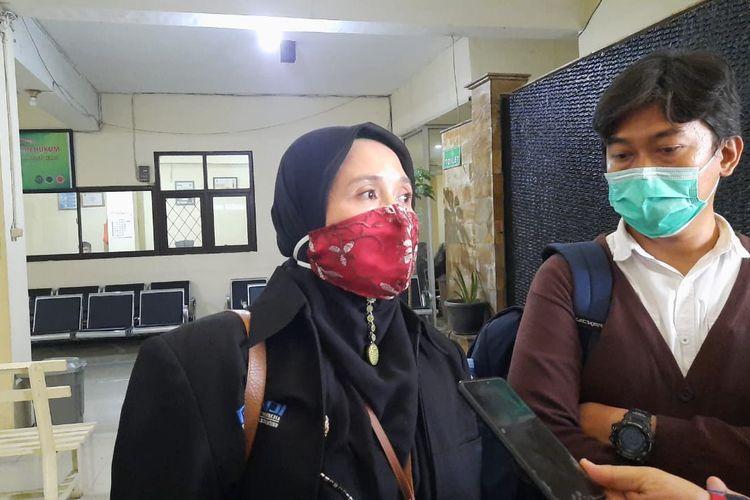 Kuasa hukum A, Maryani, saat ditemui di gedung pengadilan negeri Bekasi, Selasa (5/1/2020)