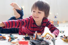 10 Permainan Sederhana untuk Melatih Motorik Halus Anak PAUD