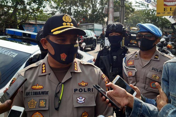 Kapolresta Solo, Kombes Pol Ade Safri Simanjuntak ditemui seusai melakukan giat rutin yang ditingkatkan (GRYD) di Kecamatan Pasar Kliwon, Solo, Jawa Tengah, Sabtu (15/8/2020).