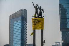 Ini Alasan Kelompok Aktivis Greenpeace Pilih Patung Pancoran untuk Dipanjat