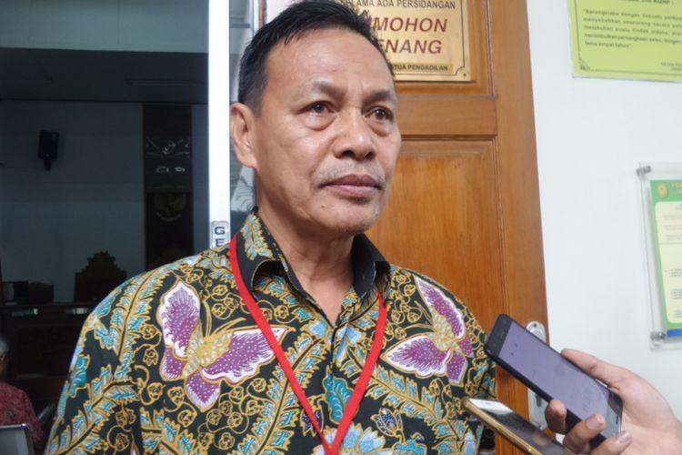 Pengacara Kepala BKKBN Surya Chandra, Edi Utama saat ditemui di Pengadilan Negeri Jakarta Selatan, Senin (27/11/2017).