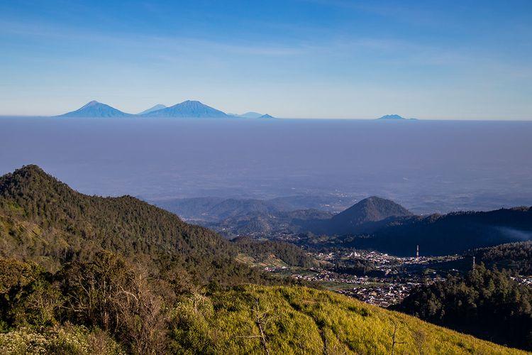 Pemandangan dari Bukit Mongkrang, Tawangmangu