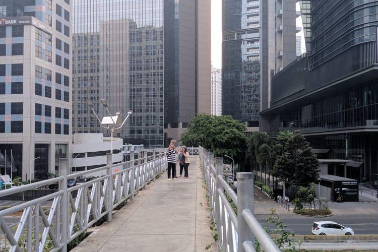 Jembatan penyeberangan orang (JPO) di Jalan Sudirman, Jakarta Pusat, Selasa (5/11/2019).
