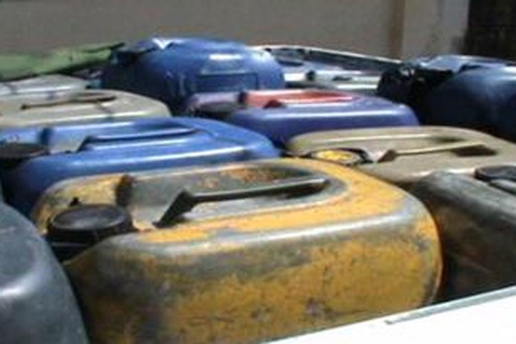 Petugas kepolisian resor polres polewlai mender mengagalkan upaya penyelundupan bbm subsidi dari kabupaten pinrang ke polewali dan Mamasa. Sebanyak 2,4 ton premiaum disita petugas sebagai barang bukti.
