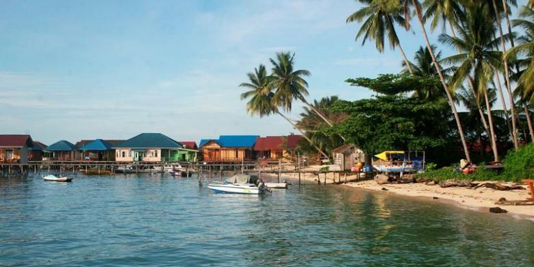 Pulau Derawan, pulau andalan pariwisata Kabupaten Berau, Kalimantan Timur, menyajikan pemandangan bawah air dan atas air yang memesona, Minggu (7/12/2014).