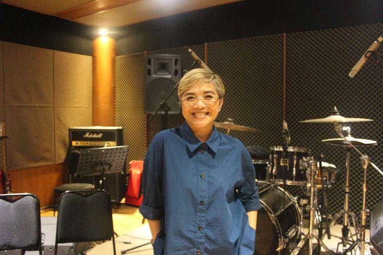 Ruth Sahanaya saat latihan persiapan untuk konser Tahun Baru di Studio ABBE, Gandaria,Jakarta Selatan,Minggu (29/12/2019).   Konser Ruth Sahanaya akan berlangsung di Hotel JW Marriot pada 31 Januari 2019.