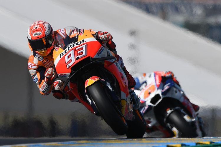 Pebalap Repsol Honda, Marc Marquez, beraksi saat latihan bebas MotoGP Perancis di Sirkuit Le Mans, Perancis, Jumat (18/5/2018).