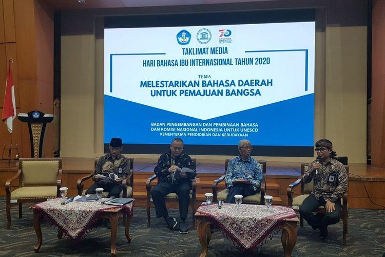 Taklimat media di Jakarta, Jumat (21/2/2020), pada peringatan Hari Bahasa Ibu Internasional Tahun 2020 bertema Melestarikan Bahasa Daerah untuk Pemajuan Bangsa yang diselenggarakan oleh Badan Bahasa Kemendikbud bekerja sama dengan Komisi Nasional Indonesia untuk UNESCO.