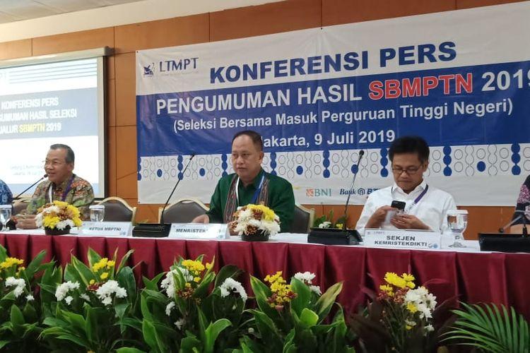 Kementerian Riset, Teknologi dan Pendidikan Tinggi (Kemenristekdikti) bersama Lembaga Tes Masuk Perguruan Tinggi (LTMPT) siang ini menggelar konferensi pers Pengumuman Hasil SBMPTN 2019 di Gedung Kemenristekdikti, Jakarta (9/7/2019).