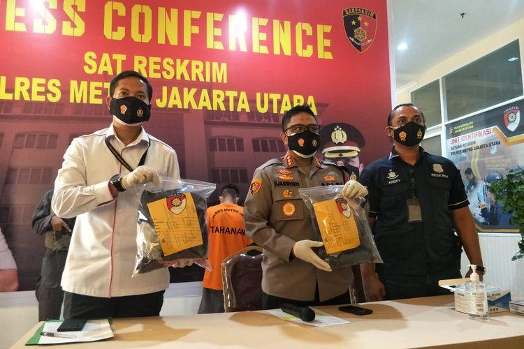 Kapolres Metro Jakarta Utara Sudjarko dalam jumpa pers kasus pencabulan guru silat di Polres Metro Jakarta Utara, Kamis (19/11/2020).