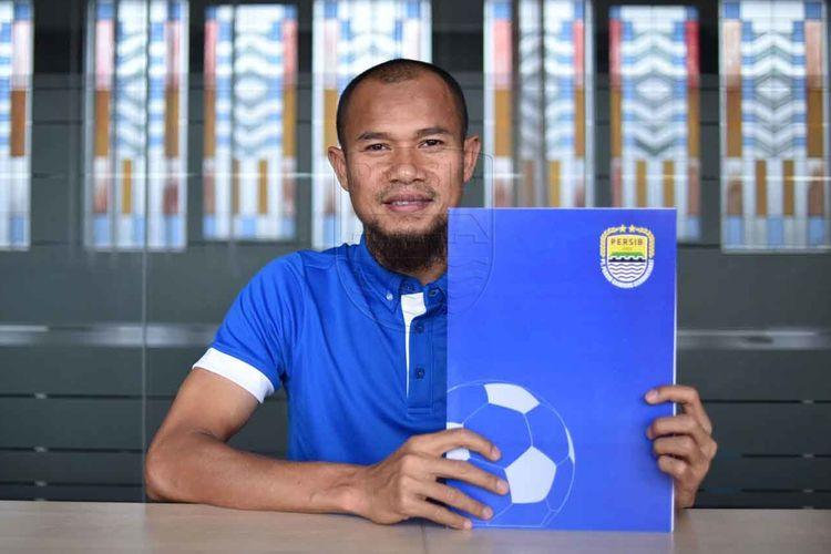 Supardi Nasir resmi perpanjang kontrak bersama Persib Bandung.