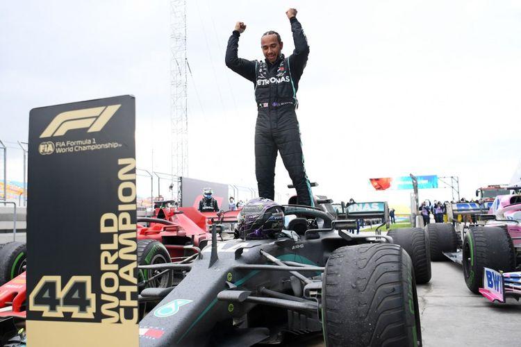 Lewis Hamilton memastikan gelar juara dunia ketujuhnya setelah menjadi pemenang F1 GP Turki pada Minggu (15/11/2020) malam WIB.