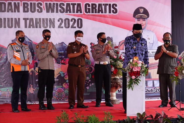 Wali Kota Madiun Maidi, bersama Dirlantas Polda Jatim Kombes Pol Budi Indra Dermawan, me-launching penerapan Electronic Traffic Law Enforcement (E-TLE) dan Bus Wisata Gratis, di Balai Kota Madiun, Selasa (14/7/2020).