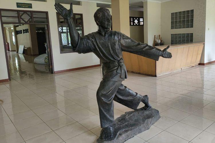 Patung pencak silat di Museum Padepokan Pencak Silat Indonesia, Jakarta Timur, Jumat (13/12/2019). Museum ini sedang dalam tahap renovasi.
