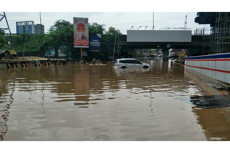 Underpass Tol JORR Kalimalang, Bekasi banjir, Selasa (25/2/2020).