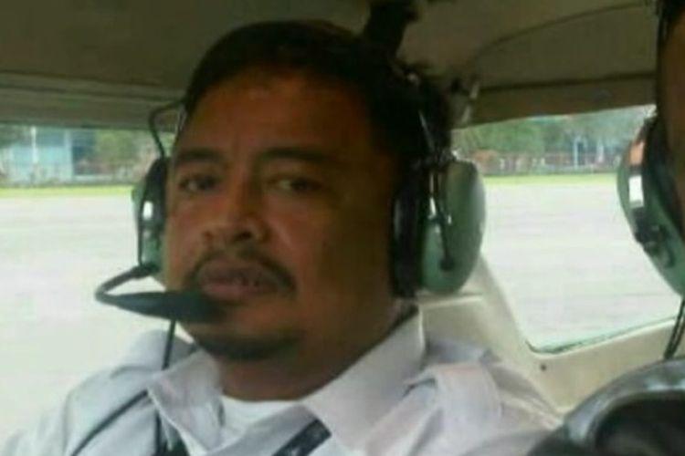 Kolonel Penerbang MJ Hanafie (49) tewas dalam insiden kecelakaan pesawat latih berjenis Super Decathlon di Bandara Tunggul Wulung, Desa Tritih Lor, Kecamatan Jeruklegi, Cilacap, Jawa Tengah, Selasa (20/3/2018) sekitar pukul 15.25 WIB.