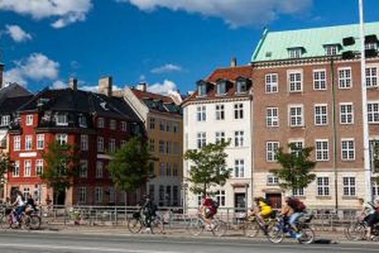 Sepeda merupakan alat transportasi yang digunakan penduduk Kopenhagen, Denmark sehari-hari.