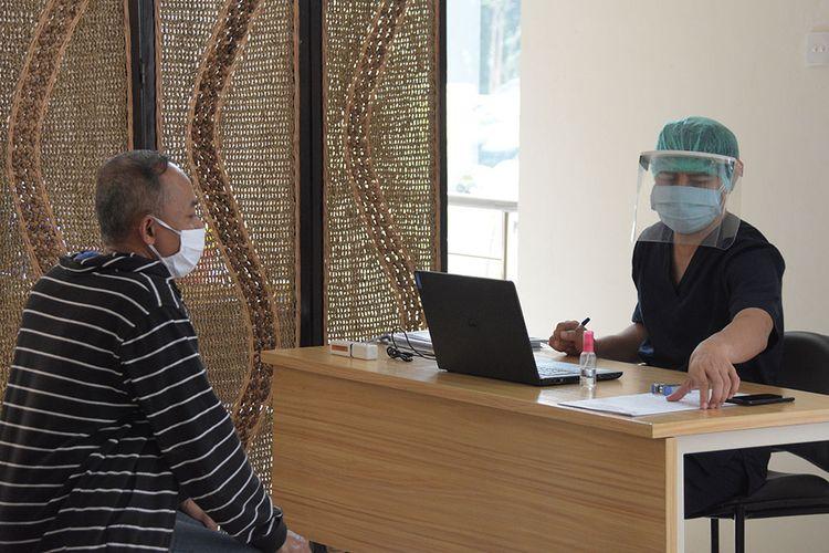 Ilustrasi pemeriksaan pasien.