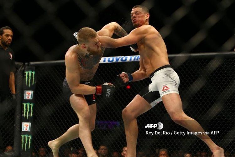 Duel antara Conor McGregor dan Nate Diaz pada UFC 196 di MGM Grand Garden Arena, Las Vegas, Nevada, Amerika Serikat, 5 Maret 2016.