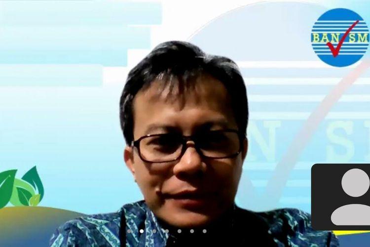 Ketua BAN-S/M Dr. Toni Toharudin, M.Sc., saat menjadi pemateri pada Fellowship Jurnalisme Pendidikan (FJP) Batch 2 yang digagas Gerakan Wartawan Peduli Pendidikan (GWPP) kolaborasi dengan PT Paragon Technology and Innovation secara daring, Selasa (15/6/2021).